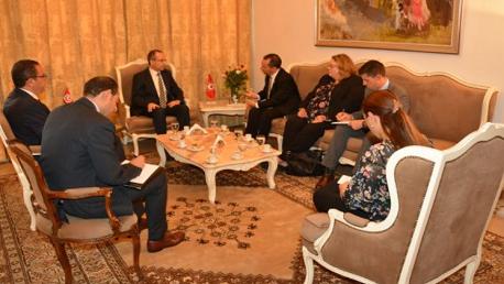 وزير الدّاخلية يلتقي السفير الأمريكي بتونس