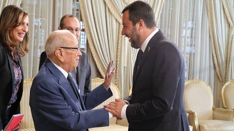 وزير الداخلية الإيطالي في ضيافة السبسي