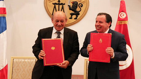 وزير الشؤون الخارجية الفرنسي جان إيف لودريان ووزير خارجية تونس