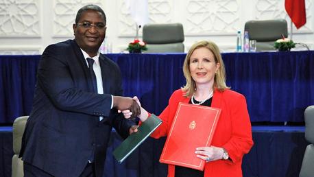 وزيرة السياحة والصناعات التقليدية التونسية ووزير السياحة والصناعات التقليدية الجزائري عبد القادر بن مسعود