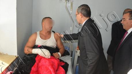 وزير الداخلية يطمئن على الحالة الصحية لعون أمن مصاب تعرض لبتر جزء من أصابعه