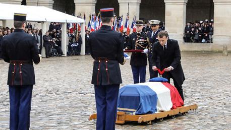 في تكريم وطني: فرنسا تشيّع شارل أزنافور إلى مثواه الأخير