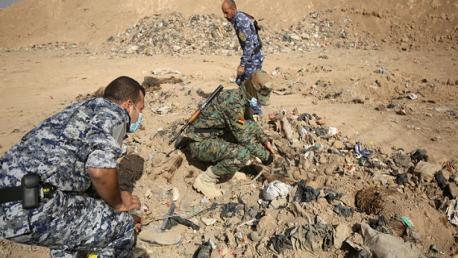 """العراق: العثور على مقبرة لضحايا """"داعش"""" تضم رفات أكثر من 30 شخصا"""