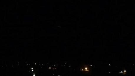 الدفاع الجوي السوري يُسقط طائرة حربية فوق منطقة الكسوة