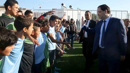 رئيس الحكومة يوسف الشاهد يشرف صباح اليوم على تدشين القاعة الرياضية متعددة الإختصاصات وملعب كرة القدم المصغرة بدوار هيشر