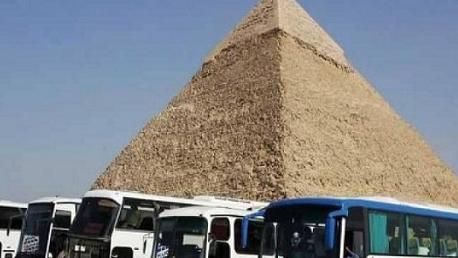 مصر:  وفاة سائحين وإصابة 10 آخرين في انفجار عبوة استهدفت حافلة سياحية