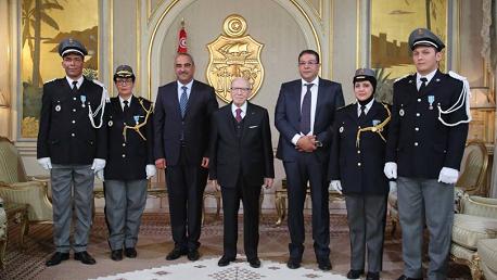 منح وسام الشرف لثلّة من ضباط وأعوان الديوانة