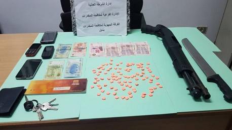 نابل: القبض على 3 أشخاص من أجل ترويج أقراص مخدرة وحجز بندقية