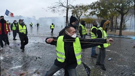 بمحيط الشانزليزيه: مواجهات بين الشرطة ومتظاهري السترات الصفراء