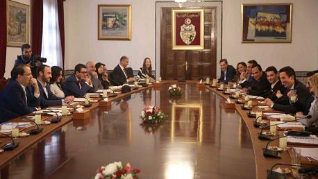 في العيد الثامن للثورة و الشباب، رئيس الحكومة يوسف الشاهد يلتقي بقصر الحكومة بالقصبة عددا من ممثلي منظمات المجتمع المدني الشبابي