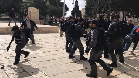 بالمسجد الأقصى: شرطة الاحتلال تُزيل سلاسل حديدية من بوابة الرحمة وتُبقي المنطقة مغلقة