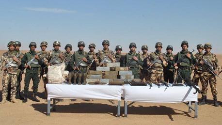 الجيش الجزائري يعثر على مخبأ للأسلحة والذخيرة