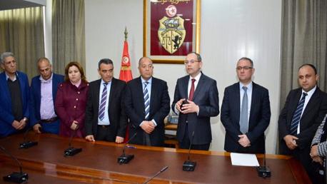 وزير الداخلية يُشرف على إمضاء اتفاق يتعلق بمجموعة من المطالب المهنية لفائدة أعوان الإطار المشترك وعملة وزارة الداخلية والعُمد