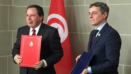 """وزير الشؤون الخارجية خميس الجهيناوي ونظيره السويسري """" إغناسيوكاسيس""""."""