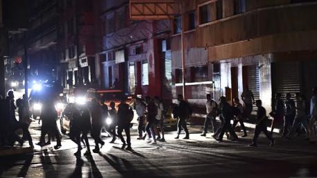 فنزويلا تغرق في الظلام والحكومة تشير لعملية تخريب مفتعلة
