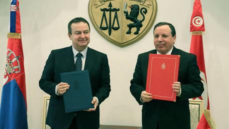 """لقاء وزير الشؤون الخارجية خميس الجهيناوي مع النائب الأول لرئيس الحكومة ووزير خارجية جمهورية صربيا """"إيفيتسا داتشيتش""""."""