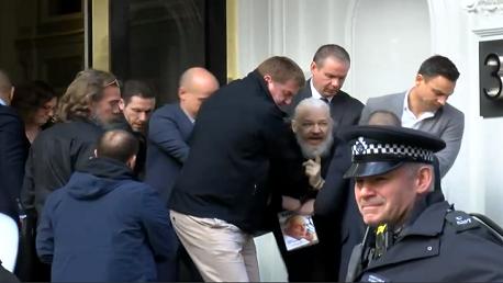 اعتقال أسانج مؤسس ويكيليكس