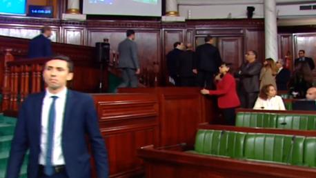 رئيس الحكومة يُغادر الجلسة العامة بالبرلمان