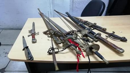 بميناء رادس: ضبط مسدس وخراطيش وسيوف وخناجر تقليدية
