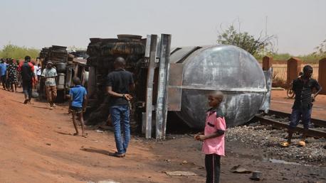 58 قتيلاً في انفجار شاحنة صهريج بالنيجر