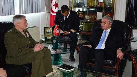 جلسة عمل بين وزير الدفاع الوطني و آمر القيادة العسكرية الأمريكية لإفريقيا