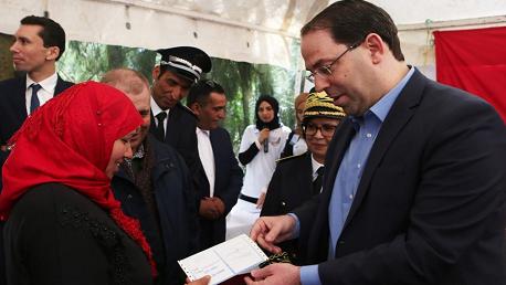 تسليم أولى بطاقات العلاج المجاني للمرأة الريفية بالهوارية