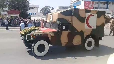 نقل جثمان رئيس الجمهورية الراحل من المستشفى العسكري إلى منزله بسكرة(فيديو)