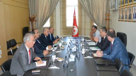جلسة عمل بين وزارتي الداخلية والنقل حول إجراءات تدعيم الاحتياطات الأمنية والوقائية بمطار تونس قرطاج
