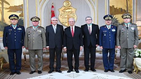منح الصنف الثاني من وسام الجمهورية  لعدد من القيادات العسكرية
