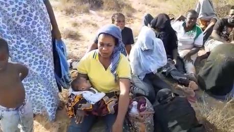 منظمات حقوقية تعبر عن سخطها من طريقة ترحيل 36 مهاجرا ايفواريا نحو ليبيا