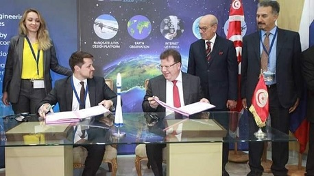 تونس تطلق أول قمر اصطناعي مصنع محليا