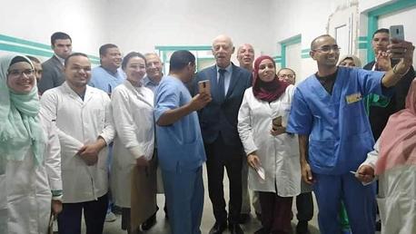 الرئيس يزور المستشفى العسكري
