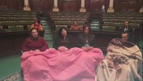 مكتب مجلس الشعب يدعو المعتصمين إلى مغادرة قاعة الجلسة العامة وإلا..