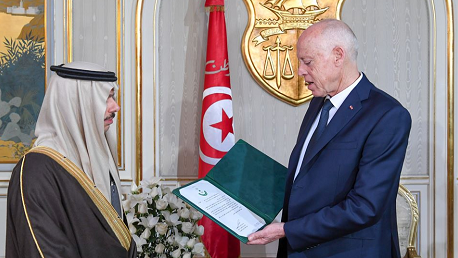 سلمان بن عبد العزيز يدعو قيس سعيّد لزيارة المملكة السعودية