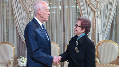 قيس سعيّد يمنح جميلة بوحيرد الصنف الأول من وسام الجمهورية