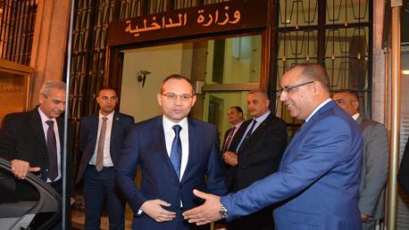وزير الداخلية يتسلّم مهامه