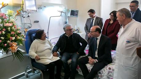 إلياس الفخفاخ يزور راضية النصراوي بالمستشفى العسكري