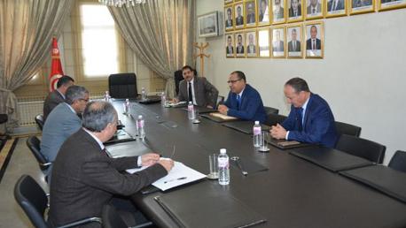 إقرار تعليق احتساب الآجال القانونية للإقامة بتونس