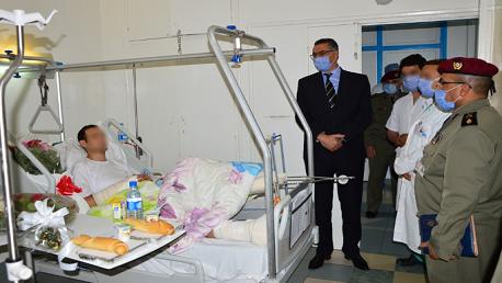 وزير الدفاع يزور جريح عملية إرهابية بالمستشفى العسكري