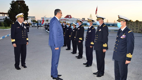 وزير الدفاع يزور القاعدة البحرية بحلق الوادي