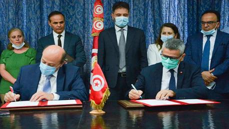 توقيع اتفاقية لدفع البحث العلمي والتجديد نحو النسيج الصناعي