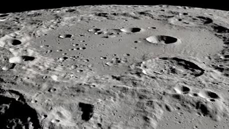 ناسا تعلن اكتشاف ماء على السطح المضيء للقمر