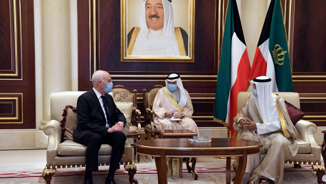 رئيس الدولة يقدم التعازي في وفاة أمير الكويت الراحل