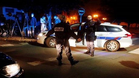 فرنسا: ذبح أستاذ تاريخ قرب باريس وماكرون يعتبر الهجوم إرهابيا إسلاميا