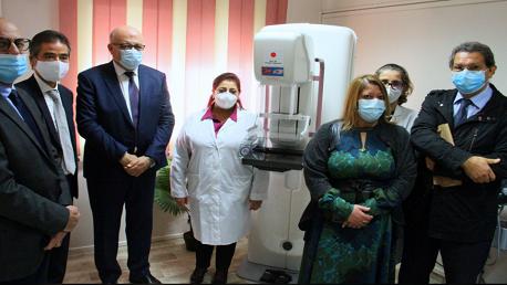تركيز آلة تقصي سرطان الثدي بمركز رعاية الأم والطفل بالملاسين