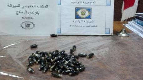 بمطار قرطاج: إحباط تهريب كمية من المخدرات في شكل كبسولات قام مسافر بابتلاعها.