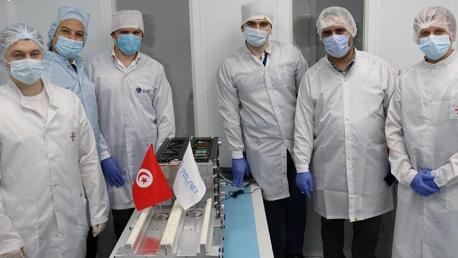 """تسليم القمر الصناعي التونسي """"تحدي واحد"""" رسميا الى الشركة الروسية المتعهدة بالاطلاق GlavKosmos ووضعه في كبسولة الاطلاق وتشغيله"""