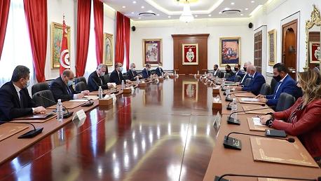 رئيس الحكومة يشرف على اجتماع لجنة 5 زائد 5 مع اتحاد الفلاحين