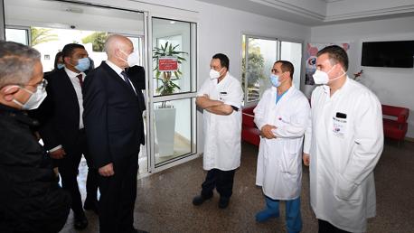 قيس سعيد يعود محمد الناصر في المصحة إثر تعرضه لوعكة صحية