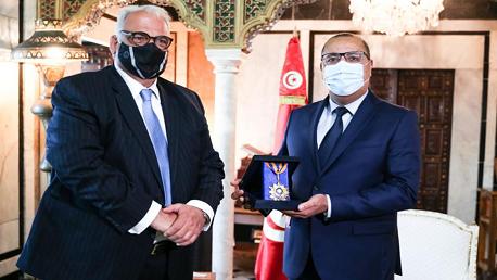 الاتحاد الدولي للمصارعة يكرّم رئيس الحكومة ويمنحه الميدالية الذهبية الفخرية